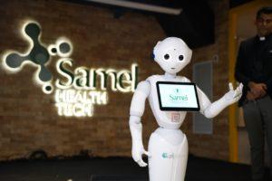 Samel Health Tech e o robô Pepper, que será utilizado no atendimento