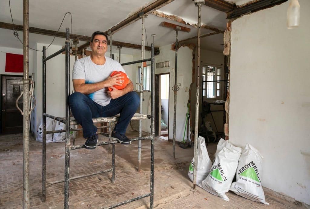 Apresentador Zeca Camargo na reforma de seu apartamento