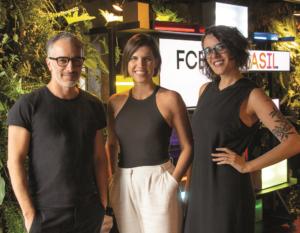 Fernanda Geraldini, entre os ECD's da FCB Brasil, Fabio Simões e Anna Martha