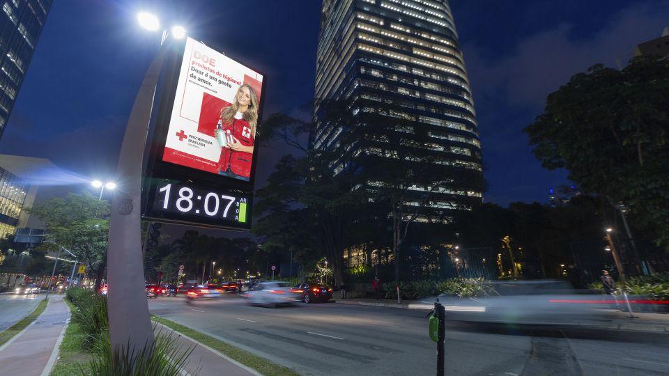JCDecaux faz parceria com a Cruz Vermelha na Campanha Aqueça São Paulo