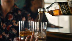 Johnnie Walker lança campanha em comemoração aos 200 anos da marca.