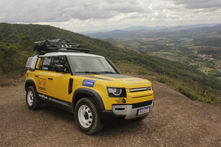 Land Rover participa do Rally dos Sertões para promover o Onçafari.