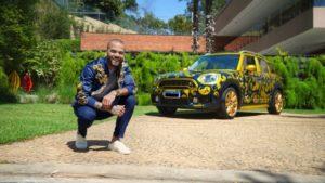 Daniel Alves venderá automóvel autografado no Mercado Livre.