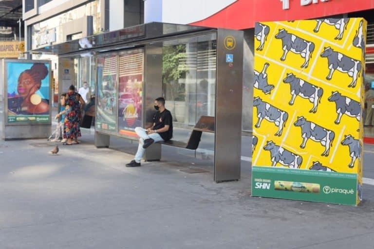 Piraquê cede espaços de publicidade para exposição de obras de arte.