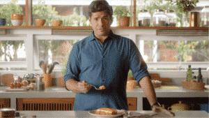 Em campanha, Chef Felipe Bronze avalia a lasanha Sadia