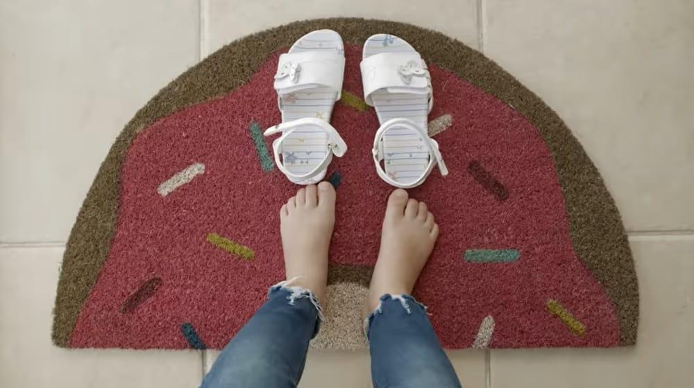 Tenys Pé Baruel incentiva novos hábitos de higienização dos pés e calçados.