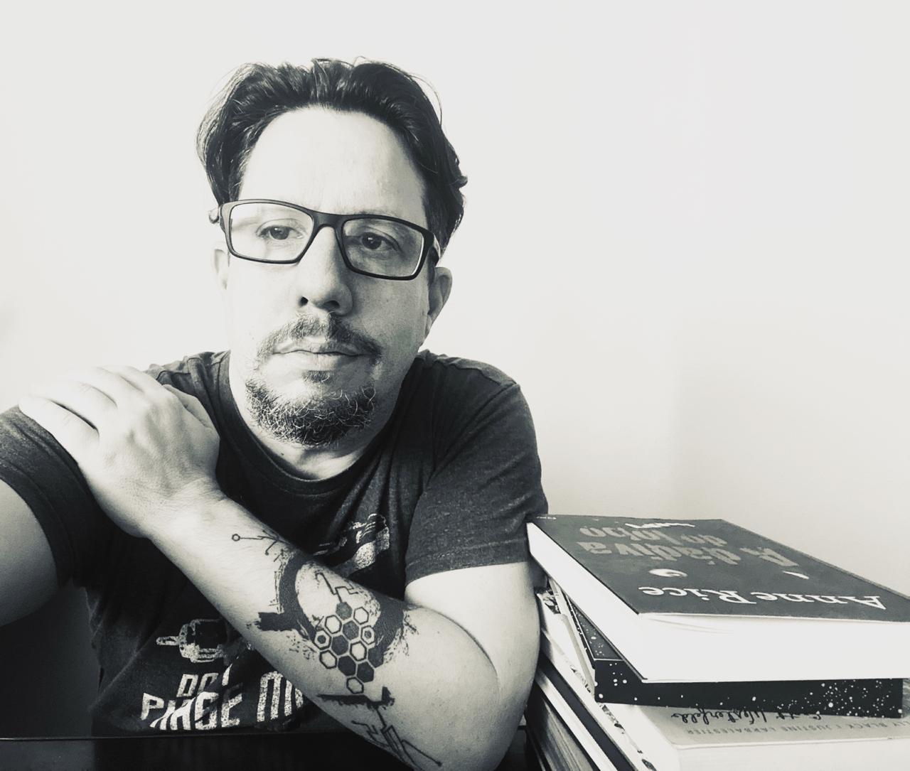 """Dr. Fábio Caim– publicitário, psicanalista - """"Tudo o que você posta poderá e será usado contra você no tribunal das mídias"""""""