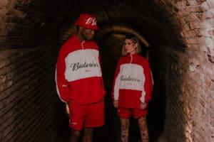 Budweiser lança coleção de roupas exclusiva em collab com Approve.