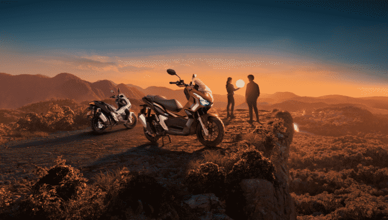 Honda ADV convida o público para o modo aventura.