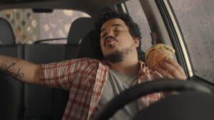 McDonald's celebra a conveniência do Drive-Thru.