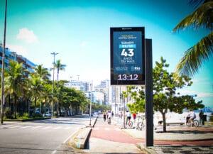Relógios digitais de rua irão informar calendário de vacinação no Rio de Janeiro