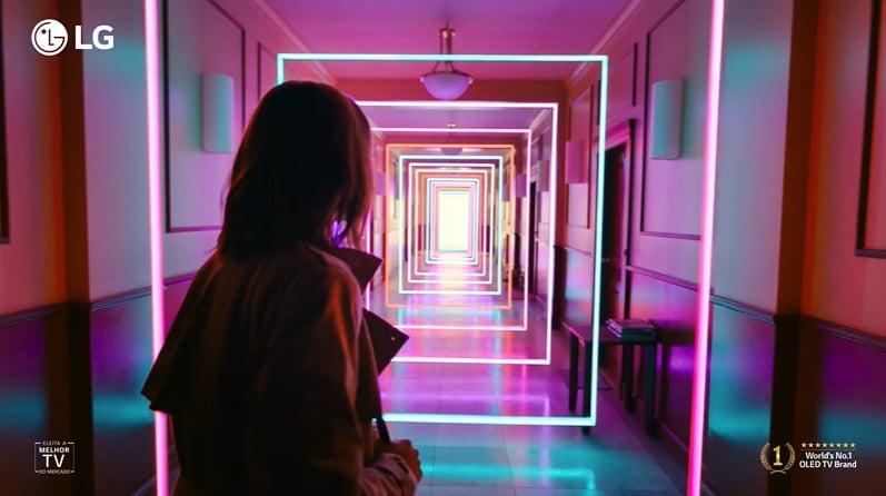 """A LG entra em cena com o novo filme """"Light Up Your World"""" que apresenta um novo mundo de cores e luzes agora possíveis graças à TV LG OLED ev"""