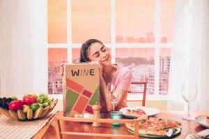 """A Wine lança a campanha """"Assine Wine e Descomplica"""", pensando em facilitar a compra e escolha aos clientes através do clube de vinhos."""