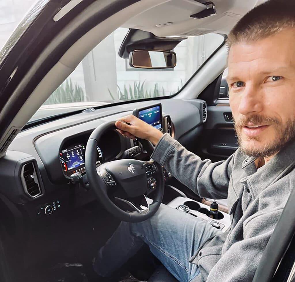 Ford anuncia o apresentador Rodrigo Hilbert como novo embaixador do Bronco Sport no Brasil, para mostrar o novo SUV conectado da marca.