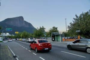 O Globoplay e Canal SporTV assinam campanha de OOH para a divulgação dos Jogos Olímpicos Tóquio 2020, decorando abrigo de ônibus e relógios.