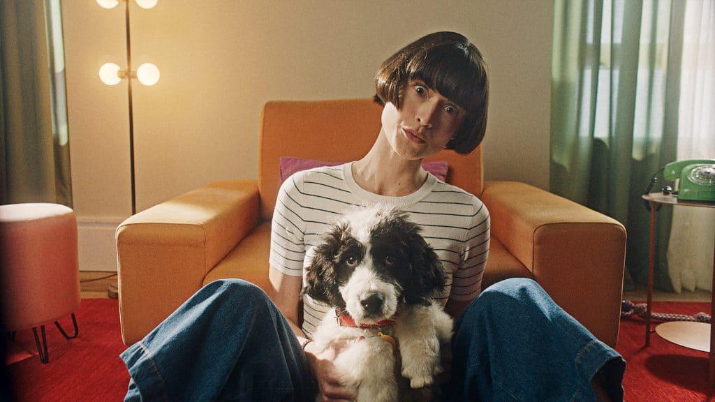 """Cobasi lança campanha """"Vida Traz Vida"""", que reforça novo posicionamento, mostrando a conexão com a vida das pessoas, seus pets e suas casas."""