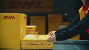 DHL destaca sua expertise em e-commerce com campanha global de marca.