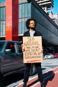 Liv Up iniciamovimento que questiona comida artificial e ultraprocessada.
