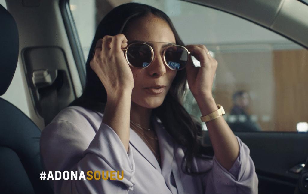 A Chevrolet destaca o machismo estrutural travestido de meme em nova fase da campanha do Tracker, protagonizada por Isadora Nogueira.