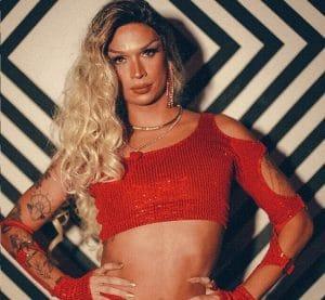 """Advil lança campanha """"Você é forte"""", que traz um filme inspirado na história de dor e superação da cantora e drag queen brasileira Lia Clark."""