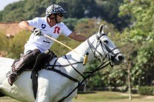 """Ram se une à grife de moda Reserva para assinar o uniforme do time de polo equestre Prata Polo, patrocinado pela """"grife"""" de picapes."""