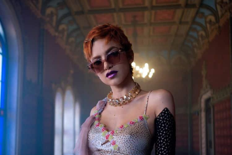 Vogue Eyewear é a patrocinadora do novo clipe de Manu Gavassi.
