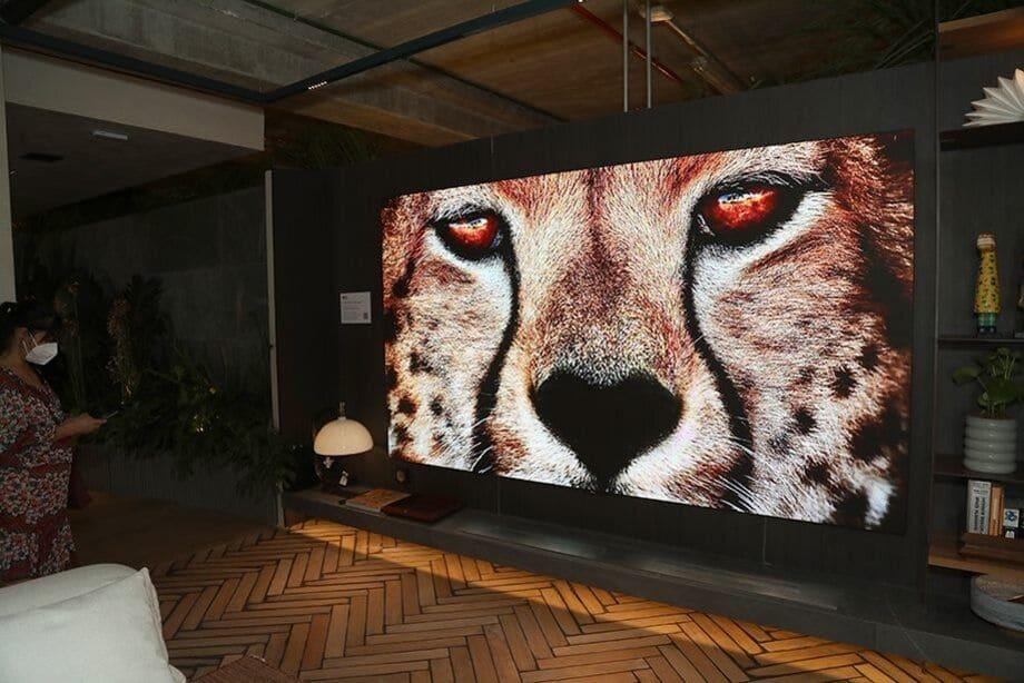 LG redefine a experiência de cinema em residências de luxo.